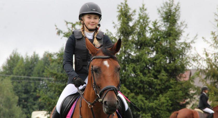 Ludzie i ich pasje, Zawody skokach konnych Wielkim Buczku - zdjęcie, fotografia