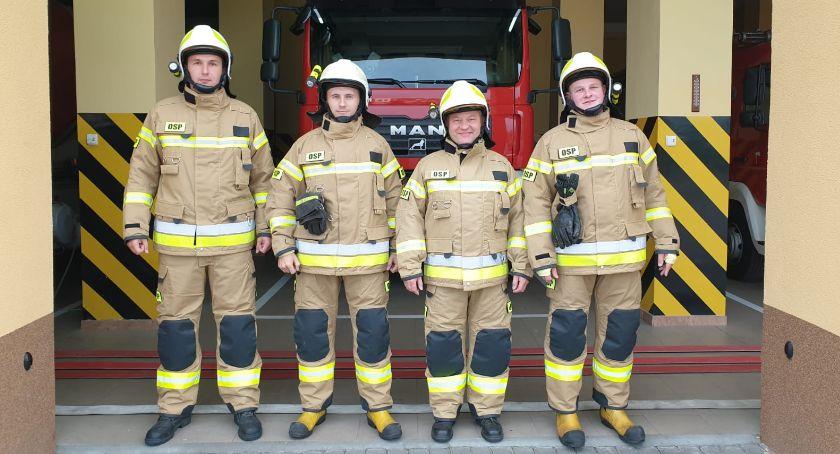 Straż pożarna, ubrania strażaków - zdjęcie, fotografia