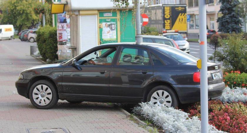 Wypadki drogowe, Zasłabł kierownicą Jechał uprawnień - zdjęcie, fotografia