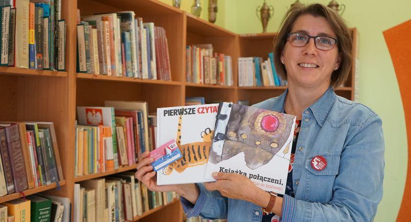 Książki i publikacje, Gminna biblioteka walczyć czytelników - zdjęcie, fotografia