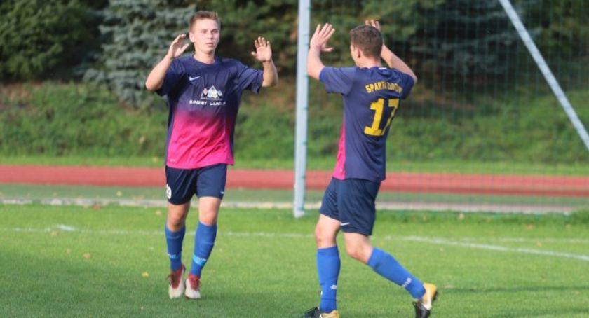Piłka nożna, Sparta Złotów wygrywa zespołem Sparta Oborniki - zdjęcie, fotografia