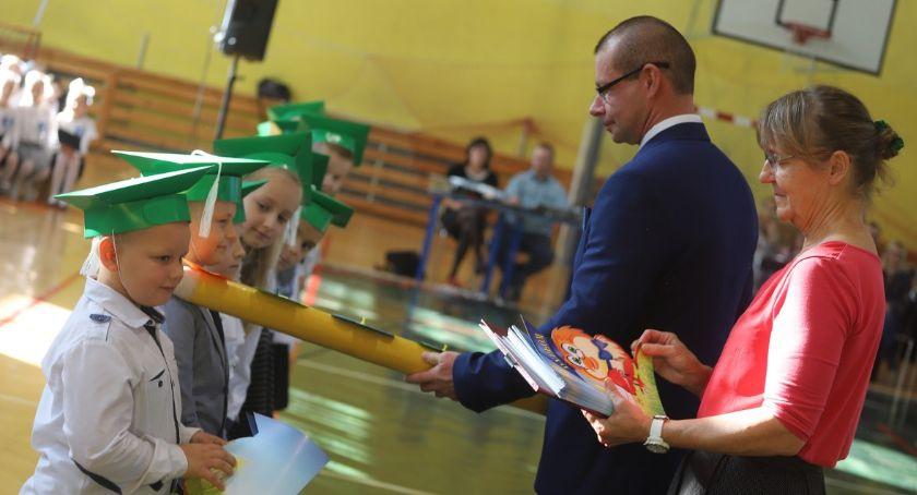 Edukacja, Pasowanie ucznia Szkole Podstawowej Złotowie - zdjęcie, fotografia