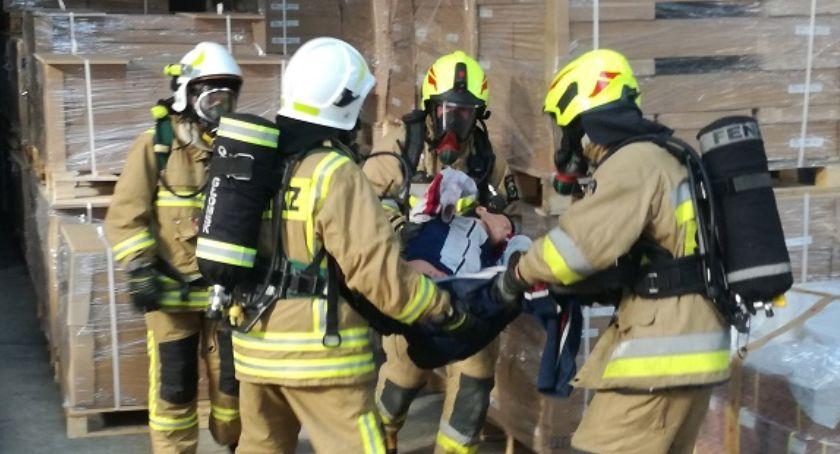 Straż pożarna, Ćwiczenia zakładzie produkcyjnym - zdjęcie, fotografia