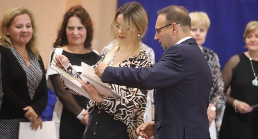 Uroczystości obchody, Święto Szkoły Dzień Edukacji Narodowej złotowskim Ekonomie - zdjęcie, fotografia