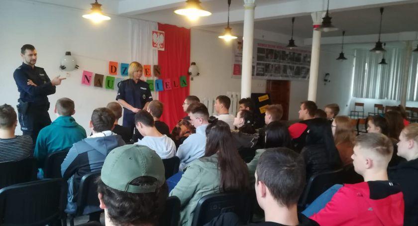 Policja - komunikaty i akcje, Policjanci spotkali uczniami CKZiU Jastrowiu - zdjęcie, fotografia