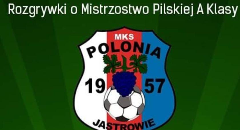 Piłka nożna, Polonia wygrała Iskrą - zdjęcie, fotografia