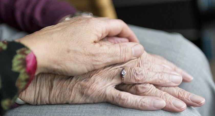 Zdrowie i szpital, Ułatwienie starszych schorowanych osób - zdjęcie, fotografia