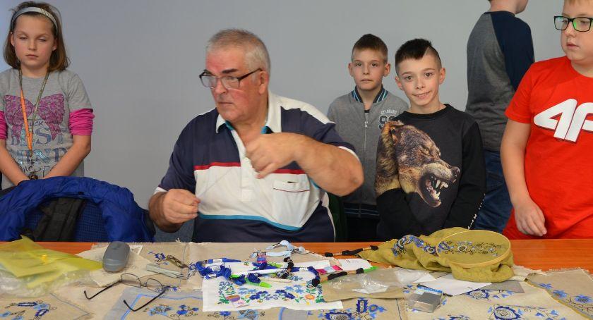 Ośrodki kulturalne, Wzory haftu krajeńskiego spotkanie Trójce - zdjęcie, fotografia