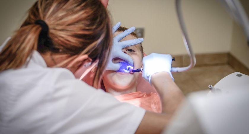 Zdrowie i szpital, Dentysty bronić niepodległości - zdjęcie, fotografia