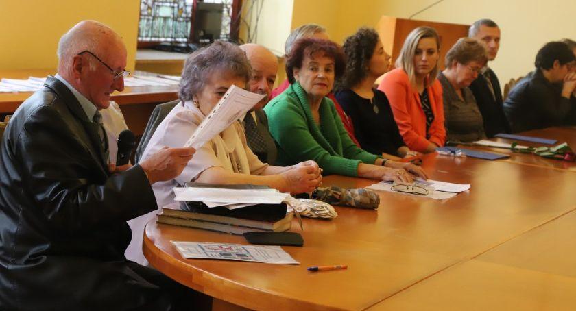 Seniorzy, lecie Klubu Towarzystwa Miłośników Lwowa Kresów Południowo Wschodnich - zdjęcie, fotografia
