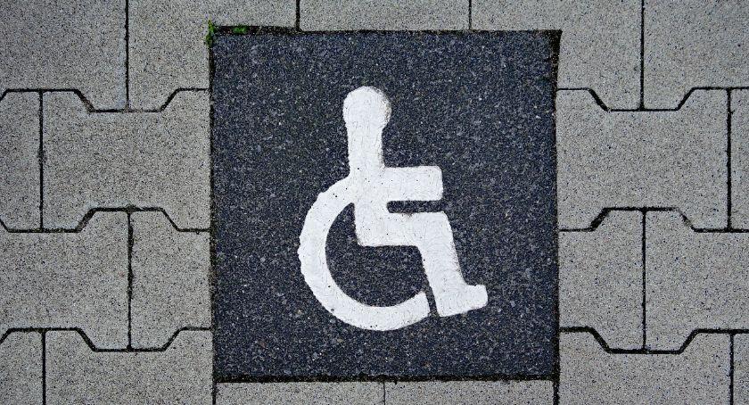 Rekreacja wypoczynek, charakteryzuje hotel dostosowany potrzeb niepełnosprawnych - zdjęcie, fotografia