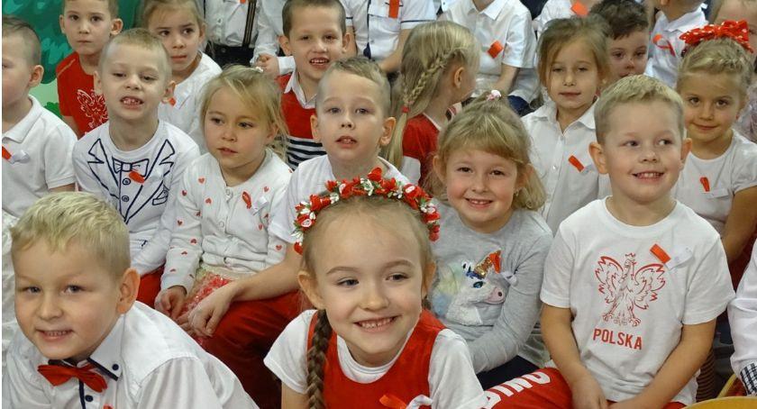 Edukacja, Przedszkolaki hymnu! - zdjęcie, fotografia