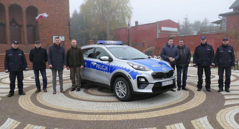 Policja - komunikaty i akcje, radiowóz Lipce Zakrzewie - zdjęcie, fotografia