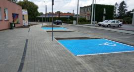 Zakończyła się budowa miejsc postojowych oraz chodnika wokół Krajeńskiego Ośrodka Kultury