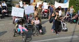 Manifestacja przy złotowskim ratuszu