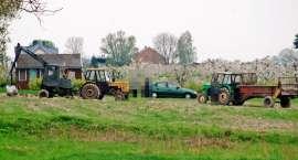 Wypadek przed Łobżenicą. Mężczyzna wpadł do maszyny rolniczej