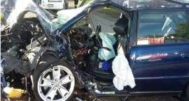 Audi w drzewo, poważny wypadek koło Krajenki