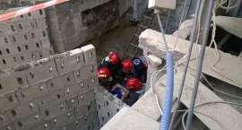 Wypadek w Mieszalni Pasz w Złotowie. Fragment ściany przewrócił się na pracowników