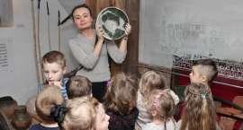 Przedszkolaki w Muzeum Ziemi Złotowskiej [zdjęcia]