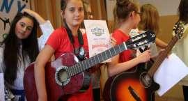 Nauczyciele odkrywali talenty, czyli Szkolny talent show w SP nr 2 [GALERIA]