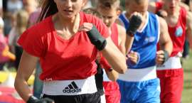 Boks na świeżym powietrzu:  trening sekcji bokserskiej Sparty Złotów