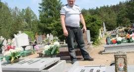 Chłopiec przygnieciony na cmentarzu