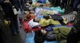 Krwawe walki na Ukrainie. Wstrząsające zdjęcia ofiar i manifestantów [materiał przeznaczony dla osób