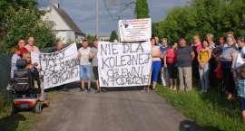Mieszkańcy Podróżnej manifestowali przeciwko budowie kolejnej chlewni w ich wsi [WIDEO]