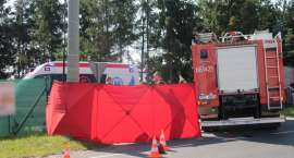 Strażacy i służby medyczne walczyli o życie rowerzysty. Mężczyzna zmarł [AKTUALIZACJA] [WIDEO]
