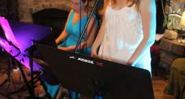 Klaudia Skotarczak i Monika Godlewska wystąpiły na  charytatywnym koncercie w Poziomce