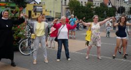 Kobiety Złotowszczyzny zatańczyły na Placu Paderewskiego w Złotowie