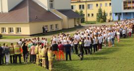 Ponad 400 osób utworzyło dziś w Zakrzewie napis, który został uwieczniony z perspektywy lotu ptaka!