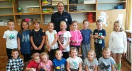 Policjanci edukują najmłodszych