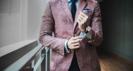 Mucha czy krawat? Co wybrać do garnituru?