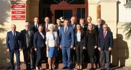Pożegnalne zdjęcie burmistrza z radnymi
