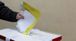 Okoneczczanie w lokalach wyborczych