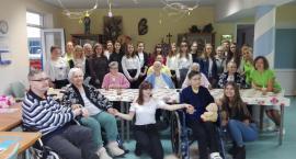 Wolontariuszki ze Świętej z wizytą w złotowskim Hospicjum