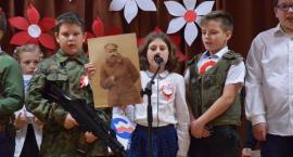 Uczniowie SP w Starej Wiśniewce uczcili Dzień Niepodległości