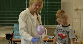 Chemia bawi i uczy