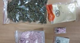 330 sztuk tabletek ekstazy, blisko 260 gramów amfetaminy i 126 gramów marihuany
