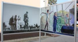 Letnia Galeria przy budynku Krajeńskiego Ośrodka Kultury