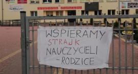 Absolwenci i rodzice solidarni ze strajkującymi nauczycielami