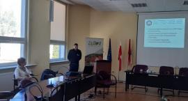 Policjanci szkolili pracowników administracji samorządowej urzędu miasta w Złotowie