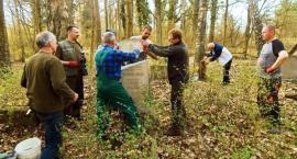 Szukają sprawców zniszczenia grobów