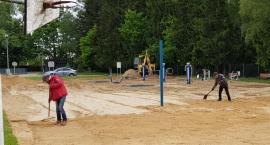 Pierwsze boisko do piłki siatkowej plażowej w Krajence na ukończeniu