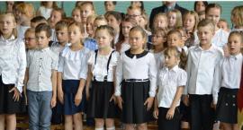 Podstawówka zakończyła rok szkolny, gimnazjum pożegnało swój sztandar