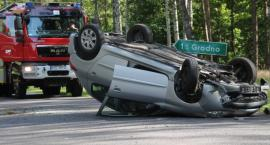 Cztery osoby podróżowały autem, które dachowało na drodze Radawnica-Lędyczek