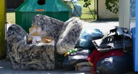 Nielegalnie wyrzucone śmieci w Lipce