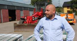 Paweł Cackowski mówi o walce z wiatrakami
