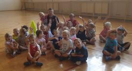 Przedszkolaki na zajęciach sportowych